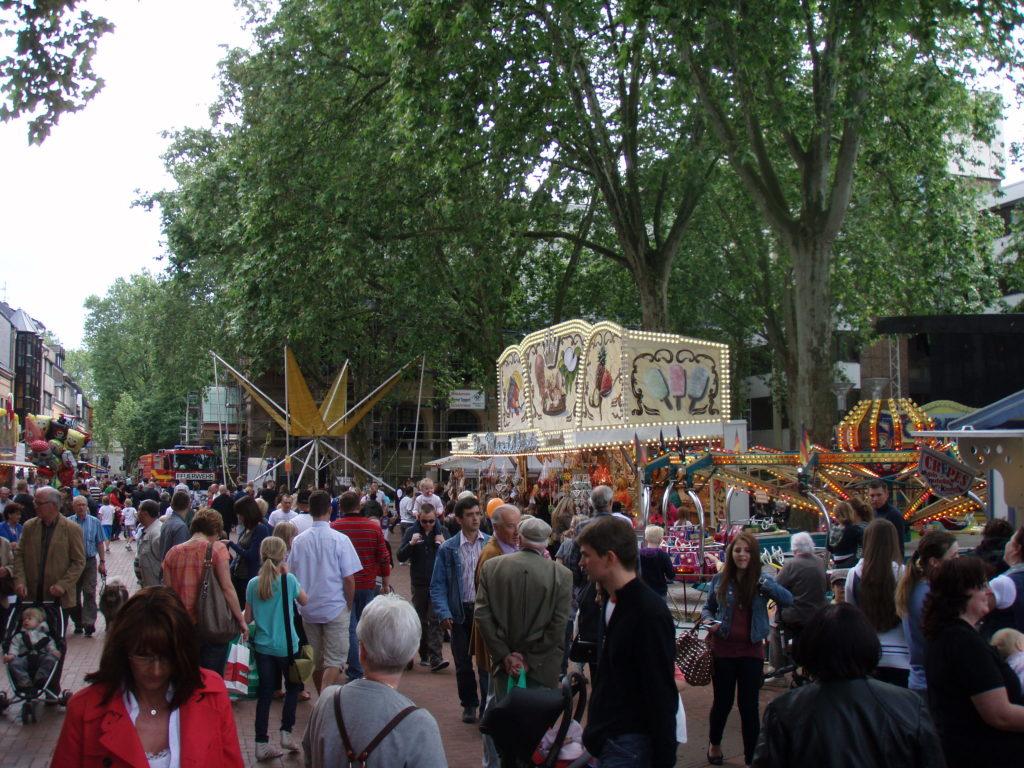 Stadtfest mit Kirmes auf der Antoniterstraße