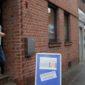 Regine Kron in der Tür zum Minikulturverein Frechen. Foto: Susanne Neumann