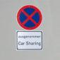 Carsharing und Parkverbotsschild