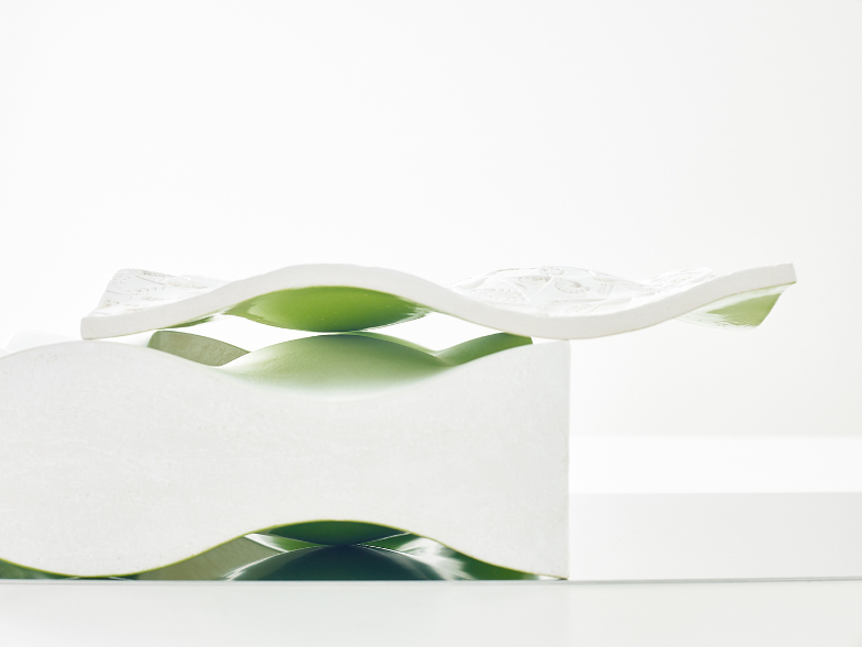 Kyra Spieker, Temporäre Bauten II, 2016, Steinzeug, Aluminium, 15 x 33 x 88 cm, Foto: Helge Articus, Articus & Röttgen Fotografie
