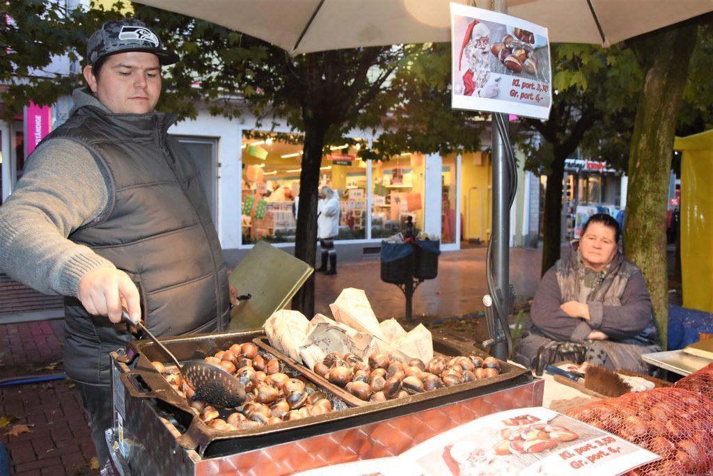 Maronenstand auf dem Martinsmarkt, Foto: Frechenschau.de