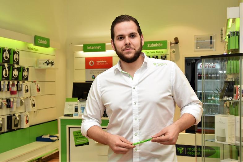 Martin Hammel in seinem Mobilcom-Debitel Shop in Frechen
