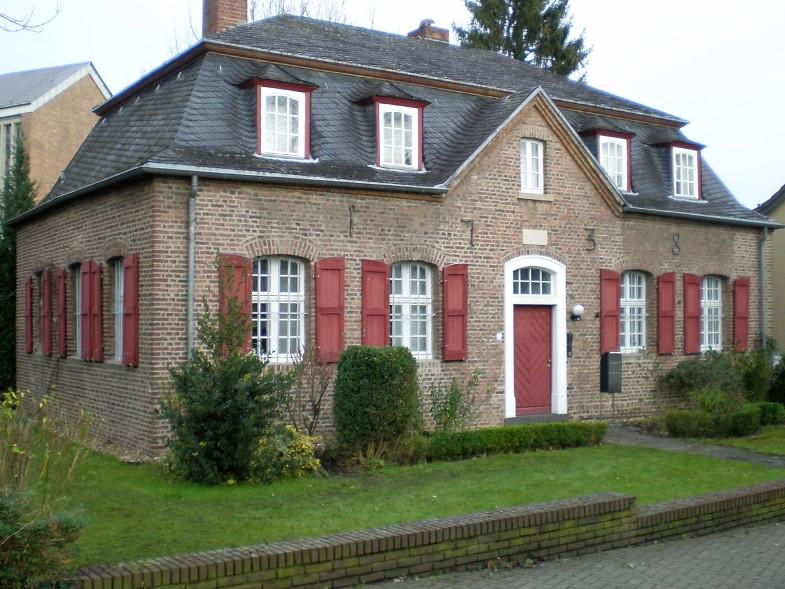 Bachem-Führer: Historisches Pfarrhaus, Mauritiusstraße / Hubert-Prott-Straße