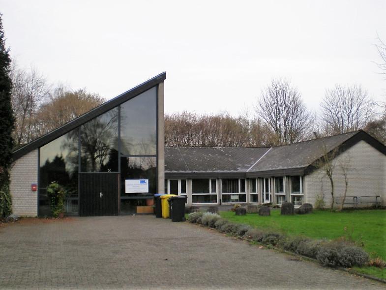 Ehemaliges evangelisches Gemeindezentrum, An der Fließ neben dem Bachemer Friedhof