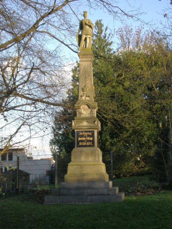 Bachem-Führer: Kriegerdenkmal westlich der Pforte von St. Mauritius