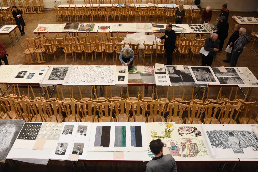 Zulassungsjury am 24. Januar im Frechener Stadtsaal, Auswahl der Werke für die 18. Grafik-Triennale Frechen