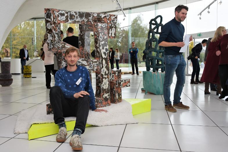 Preisträger David Rauer bei der Ausstellungseröffnung zum Frechener Keramikpreis 2018 im Keramion
