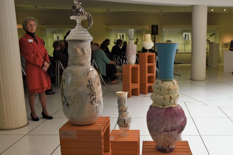 Gefäße von Sarah Pschorn in der Ausstellung zum Frechener Keramikpreis 2018 im Keramion