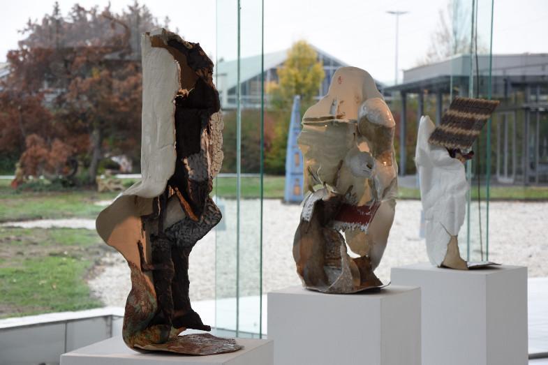 Plastiken von Viola Relle und Raphael Weilguni, Ausstellung zum Frechener Keramikpreis 2018 im Keramion