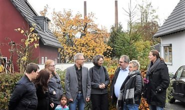 Anwohnr der Brikettfabrik Wachtberg in Frechen Benzelrath trafen sich im November wegen der Staubniederschläge