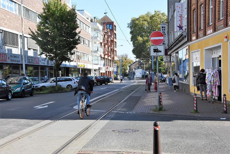 Radfahrer auf der Hauptstraße