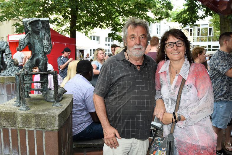 Unternehmerin Walburga Maraite und Rolf Kaus vom AVA-Veranstaltungsservice beim ersten Schlemmer- und Abendmarkt in Frechen