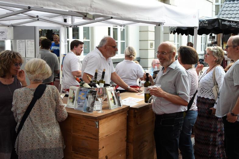 Weinkontor Baustian beim ersten Schlemmer- und Abendmarkt in Frechen