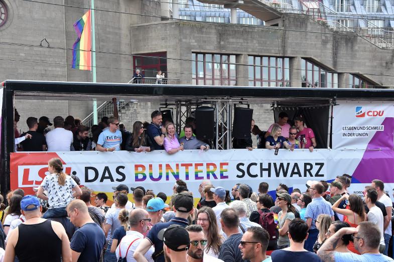 Bürgermeisterin von Frechen beim CSD in Köln