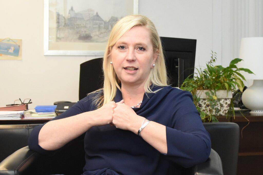 Bürgermeisterin Susanne Stupp, hier in einjem Interview im Januar 2019, nimmt zur Übertragung von Ratsangelegenheiten auf den HPFA Stellung in der Corona-Pandemie Stellung