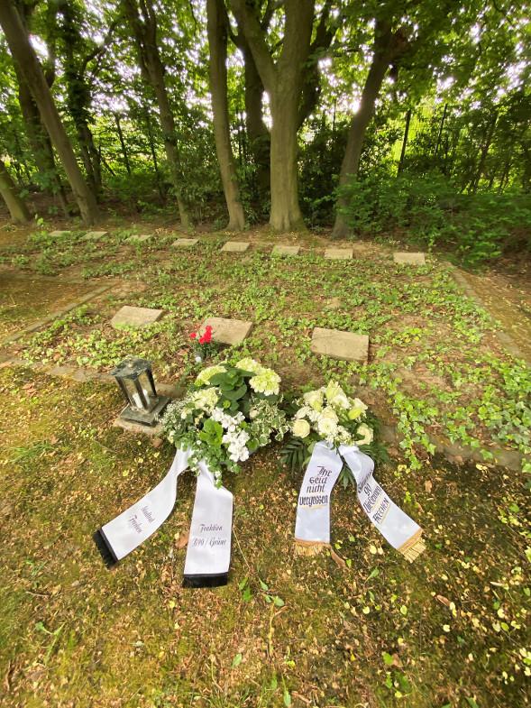 Die Gräber sowjetischer Zwangsarbeiter auf dem Südfriedhof in Königsdorf sind laut Linken und Grünen in einem erbarmungswürdigen Zustand