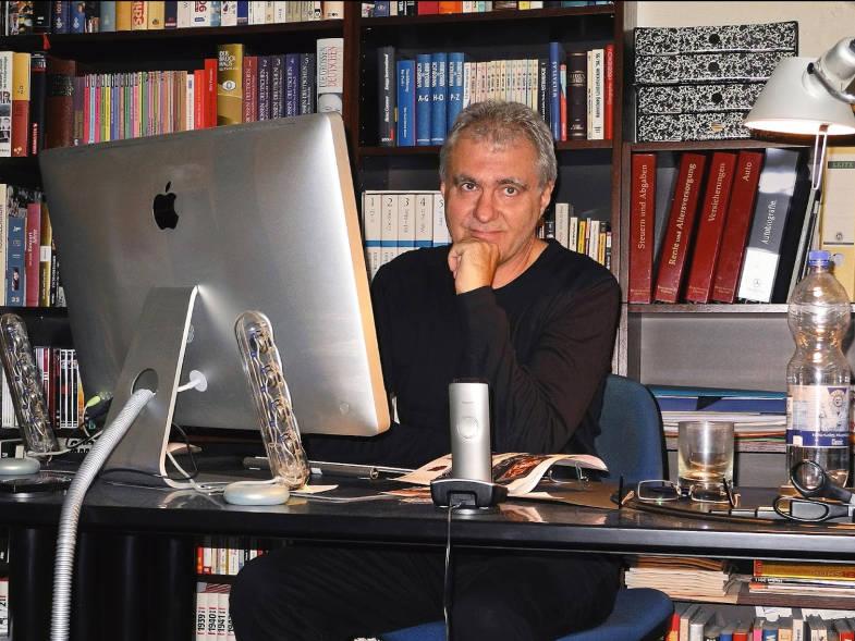 Autor René Zey aus Frechen-Königsdorf