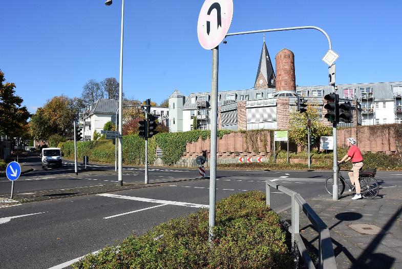 Radfahren ist auf der Kreuzung Hochstedenstraße/ Ernst-Heilig-Geist-Straße nicht vorgesehen
