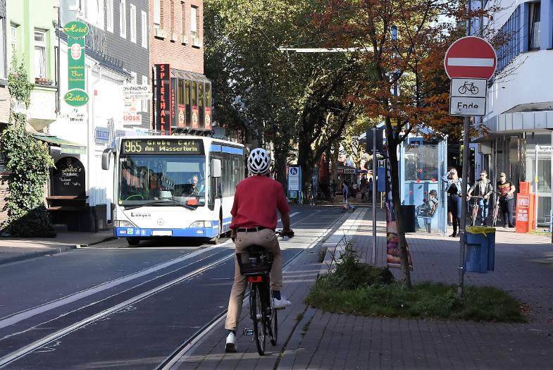 Radfahren Ende an der Haltstelle Frechen Rathaus
