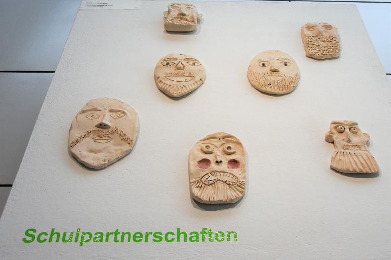 Bartmannkrüge von Schülerinnen* der Hauptschule Herbertskaul